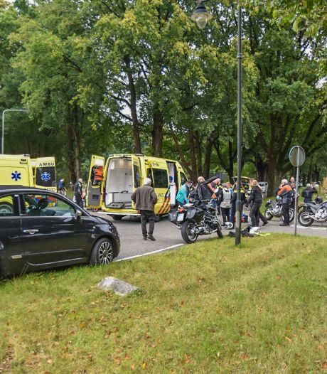 Twee motorrijders gewond door voorrangsfout wielrenner die er vervolgens vandoor gaat