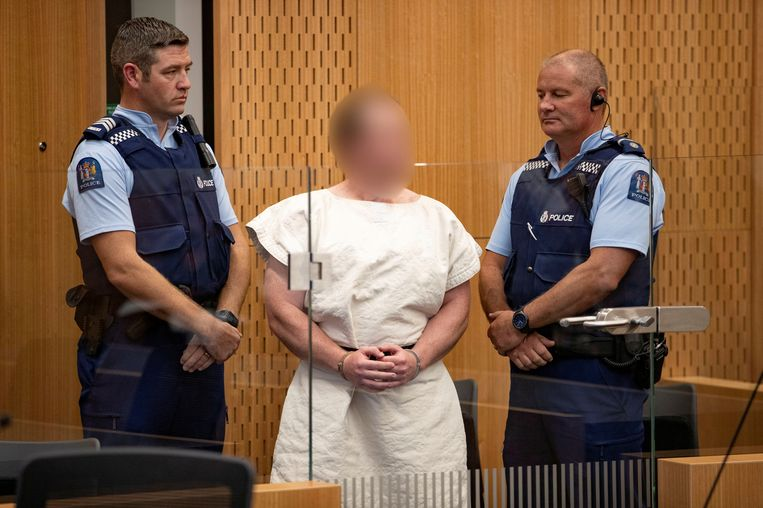 Brenton Tarrant (midden) in de rechtbank van Christchurch vorig jaar.