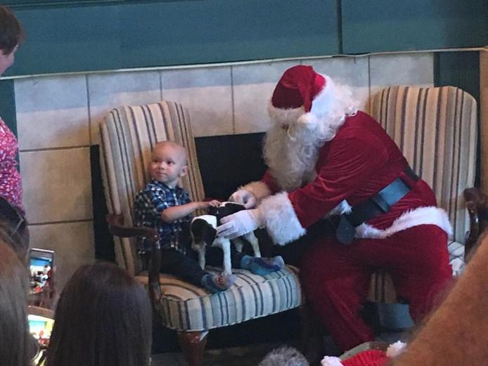 Zelfs de kerstman kwam al langs bij de ernstig zieke peuter Brody.