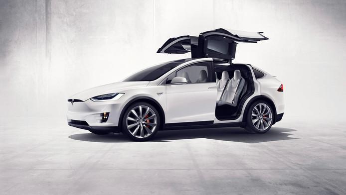 Tesla model X kwam vorig jaar uit.
