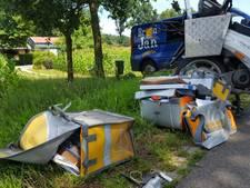 Busje botst met postbode in Holten, één gewonde