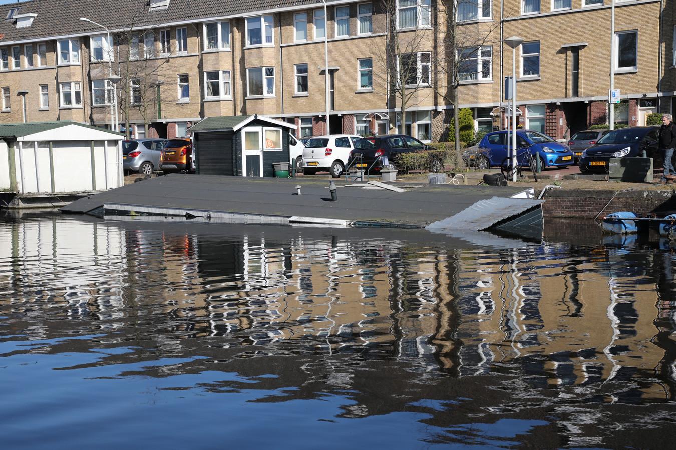De woonboot was niet meer te redden