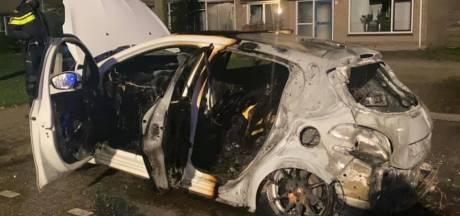 Auto van Jelan brandt uit in Sint Jansklooster, politie gaat uit van brandstichting: 'Geen woorden voor'