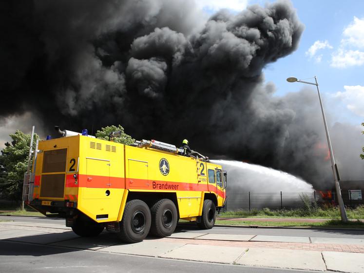 Enorme brand in Berkel en Rodenrijs onder controle: vijf mensen gewond