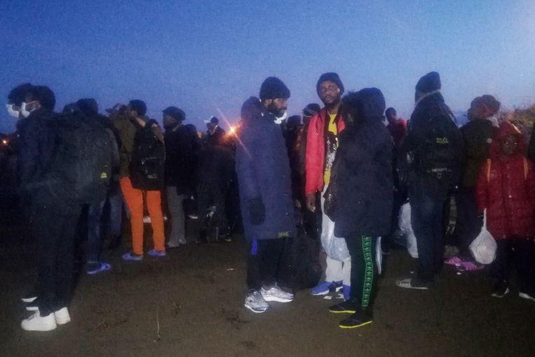 Migranten verzamelden vanmorgen aan de grenspost Pazarkule in de Turkse provincie Edirne nabij de grens met Griekenland.
