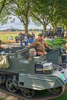 Indrukwekkende bevrijdingscolonne bereikt het Maasland