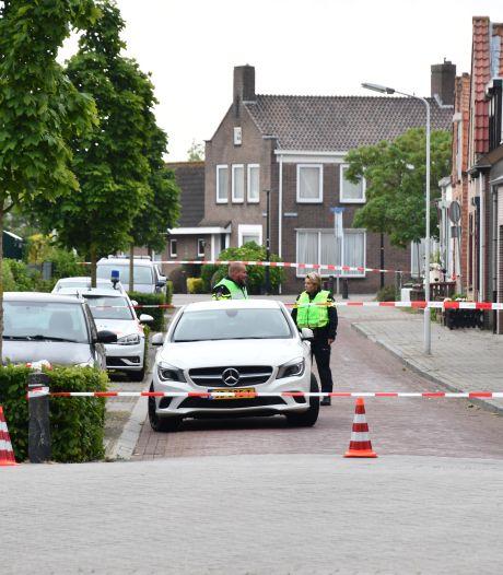 Man gewond bij woningoverval door vier gemaskerde mannen in Oostburg, politie stuit op hennepkwekerij