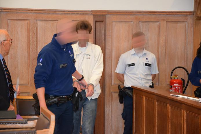 Een van de twee Arnhemse verdachten van de roofmoord vandaag in de Belgische rechtszaal.