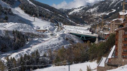 Snowboarder (59) knalt tegen boom en sterft in Andorra