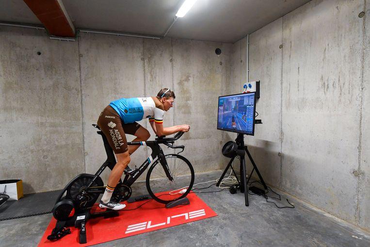 Oliver Naesen op zijn Merckx-fiets.