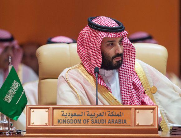 De Saoedische kroonprins Mohammed bin Salman. Zijn internetcel gebruikt een 'trollenfabriek' in Riaad en een spion binnen Twitter om Twitter-accounts van dissidenten door te lichten, schrijft de krant.