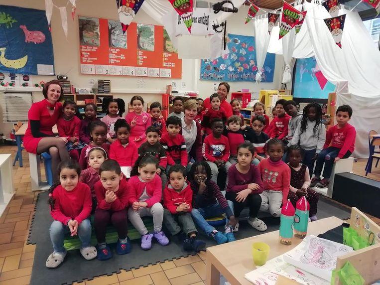 De kinderen kwamen in het rood naar school.