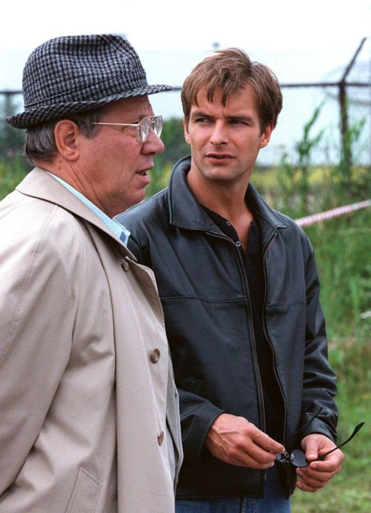 Piet Romer als De Cock en Victor Reinier (r) als zijn partner Vledder in de politieserie Baantjer op RTL 4. Archieffoto ANP Beeld