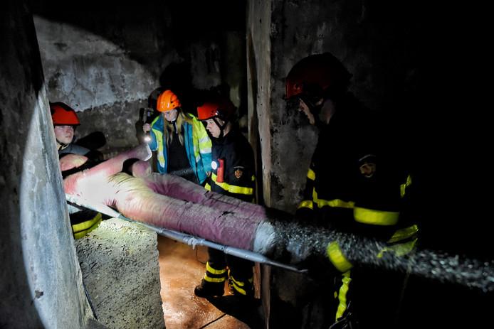 Brandweer oefent in de ondergrondse gangen van KVL.