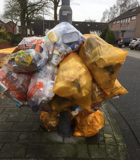 Jong Uden ergert zich aan afvalzakken die de hele week buiten hangen