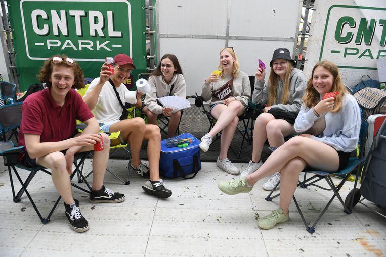 De groep uit Maasmechelen zat als eerste aan de ingang van camping The Hive