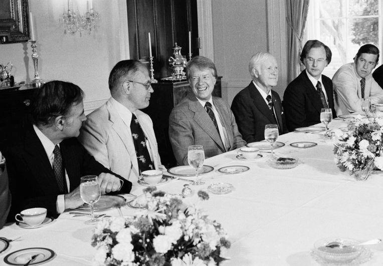John Dingell (2e l.) samen met president Jimmy Carter in 1977.