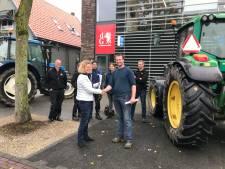 Boze boeren protesteren bij redactie De Gelderlander in Doetinchem