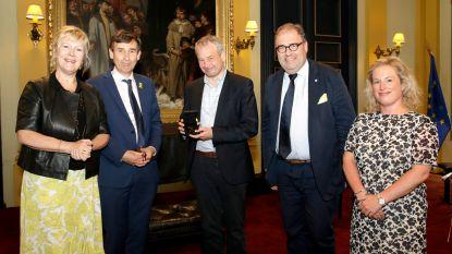 Professor Bart Maddens krijgt ereteken Orde van de Vlaamse Leeuw
