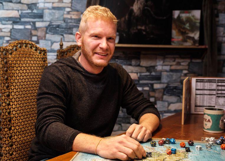 Kevin Pieters geeft therapie door middel van de game Dungeons & Dragons.