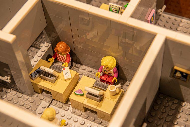 Iedere bureau van de Lego-versie van Huis Vanassche heeft zijn eigen detail.