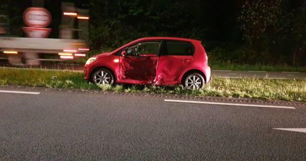 Flinke schade aan auto's door botsing op A35 bij Hengelo.