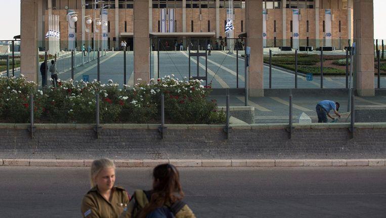 Archieffoto: Israëlische soldates voor het Knesset-gebouw. Beeld epa