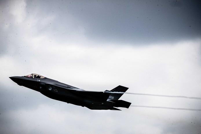 Een Nederlandse F-35, de Joint Strike Fighter, in actie tijdens de Luchtmachtdagen 2019.
