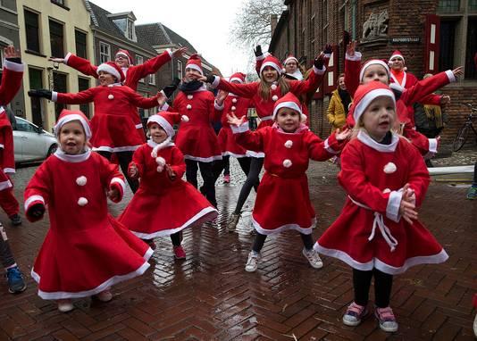 Ook een groot aantal kinderen liep mee met de Santa Run in Doesburg.