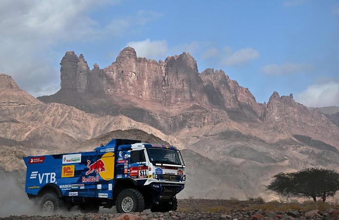 Andrey Karginov gaat als leider in het truckklassement de rustdag in van de Dakar Rally.
