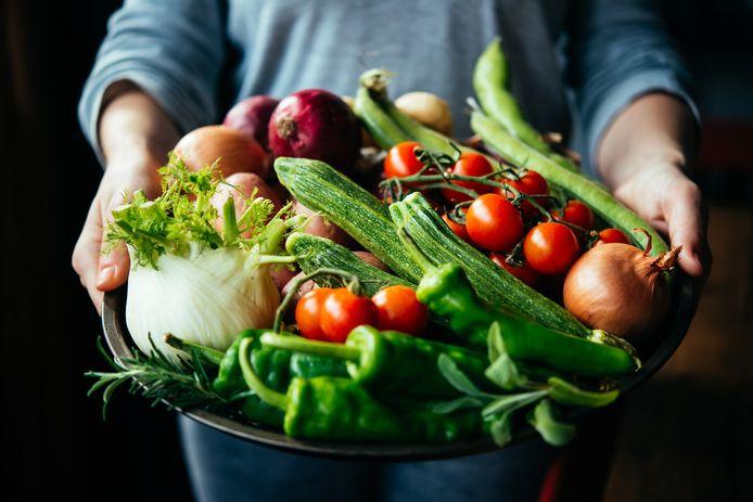 Verse groenten en fruit zijn relatief meer in prijs gestegen dan bewerkte producten.