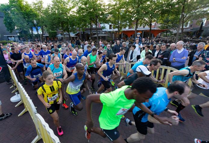 Start van de 5 en 10 kilometer lopers van de Cityrun in Deurne.