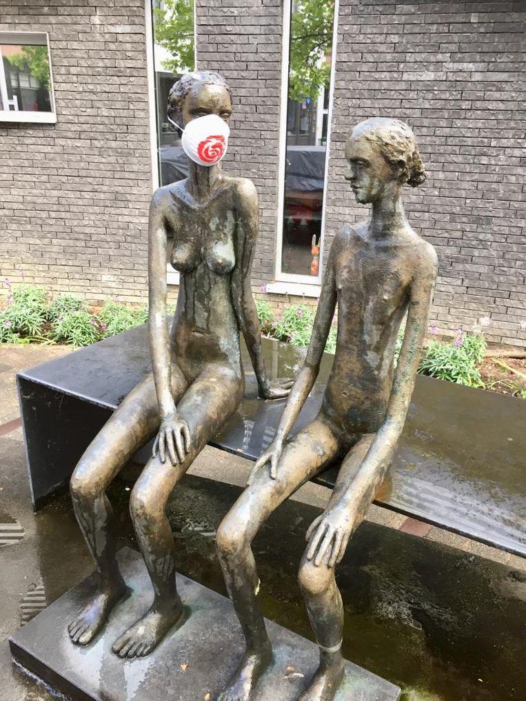 Moeder en kind aan de Kerkstraat in Wetteren.