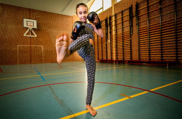 Kickboksster Amira Tahri, die ruim 30.000 volgers op sociale media heeft, staat in de Kleurrijke Top-100 van Nederland, op de tweede plaats achter Hakim Ziyech.