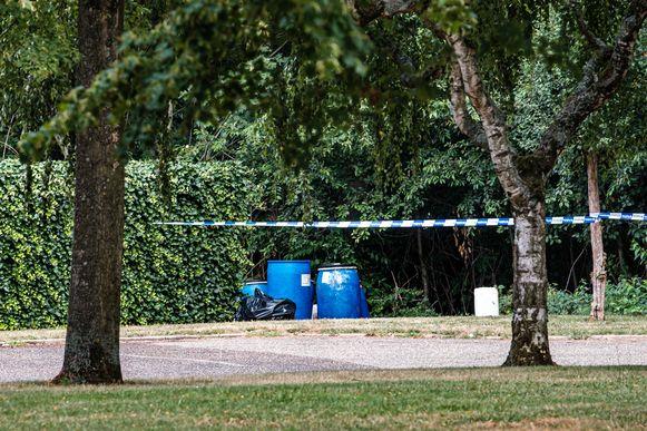 Een van de vele vondsten van drugsvaten in Limburg. De procureur verwees naar de gevolgen hiervan op het milieu in zijn vordering van zes jaar cel voor de beklaagden.