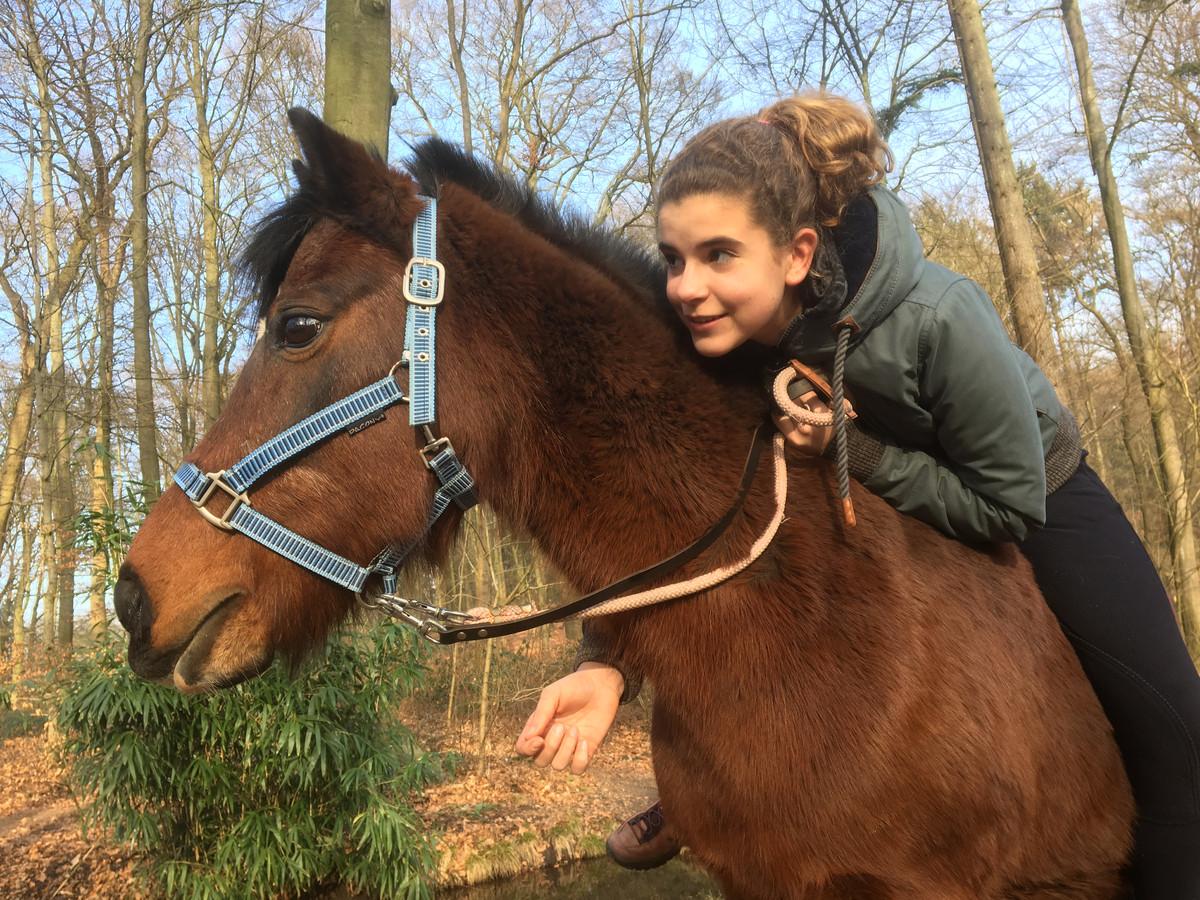 Lieke, dochter van Dorine van Zutphen, met Dasha