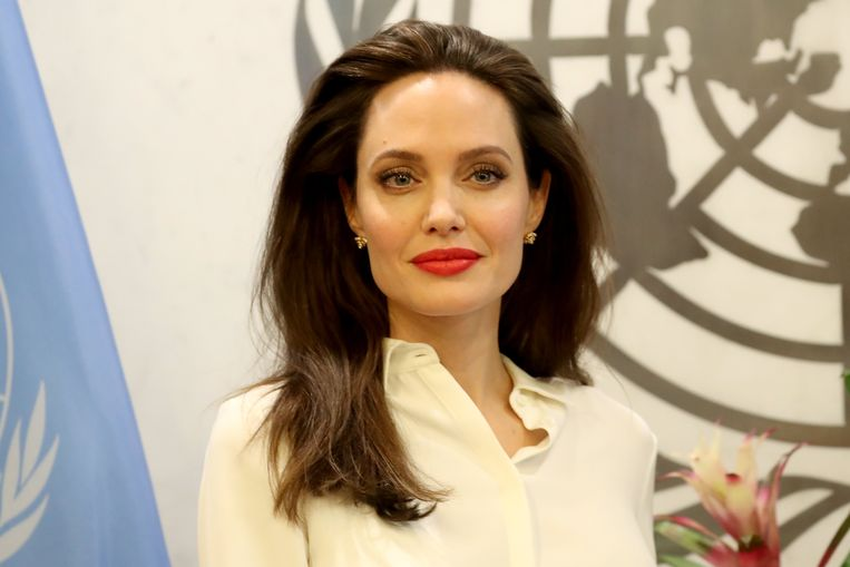 2017-09-14 14:15:54 epa06205263 US actress and the UN refugee agency UNHCR (United Nations High Commissioner for Refugees) Special Envoy Angelina Jolie meets with the United Nations Secretary General Antonio Guterres (not pictured) at United Nations headquarters in New York, New York, USA, 14 September  2017.  EPA/ANDREW GOMBERT