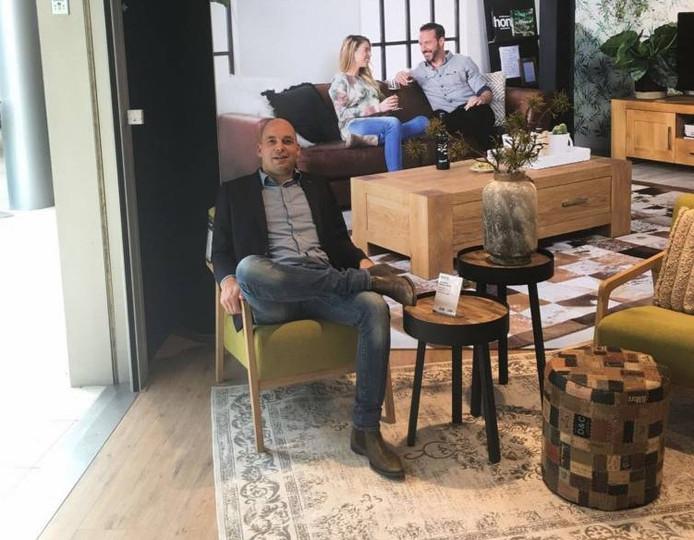 Bosnië-veteraan Colin Bal uit Middelburg is nu commercieel manager van een meubelzaak.