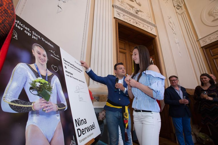 Nina Derwael tijdens het eerdere eerbetoon als Europees kampioene. Nu komt er een straatnaam bij.