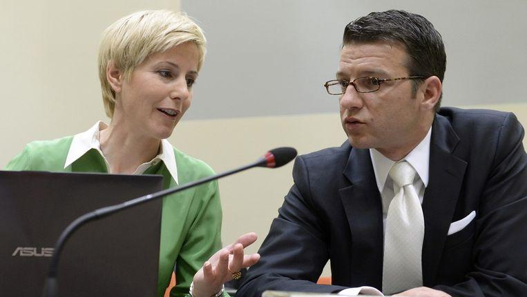 Anja Sturm en Wolfgang Stahl, de advocaten van Beate Zschäpe. Beeld reuters