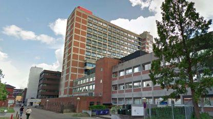 Ziekenhuislift met 14 mensen in stort van zesde verdieping naar beneden tot in kelder