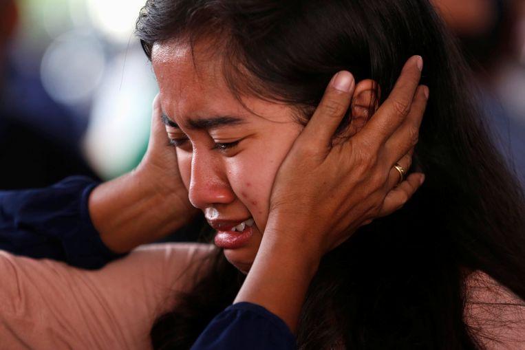 Nabestaanden wachten in tranen op nieuws over hun omgekomen familieleden