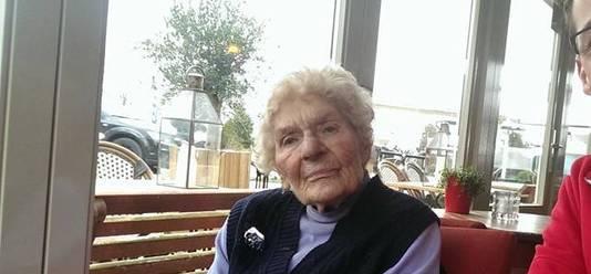 Oma Toni overleefde de steekpartij.