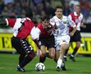 Christian Gyan en Kees van Wonderen proberen Sturm Graz-speler Sergei Yuran af te stoppen.