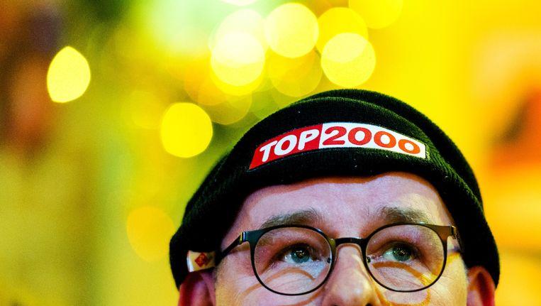 Een fan tijdens de uitzending van de Top 2000 vanuit Beeld & Geluid in Hilversum Beeld anp