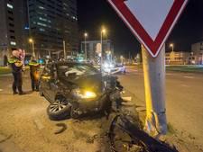 Twee gewonden bij flinke botsing op Westplein in Utrecht