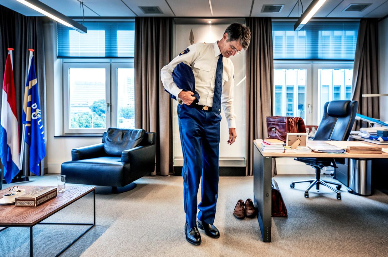 Erik Akerboom op zijn kantoor in Den Haag  Beeld null