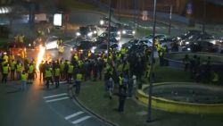 Tweede nacht op rij relletjes in Charleroi: amokmakers gooien biljartballen en molotovcocktails naar politie
