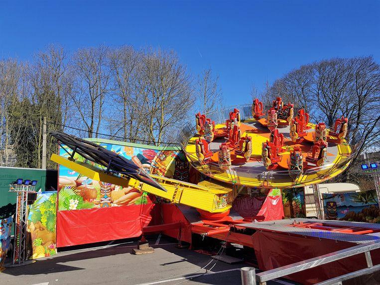 Aan de Leide staat de Tiki Party opgesteld en dat is een primeur voor Halle op de Carnavalfoor.