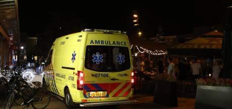 Man zwaargewond na steekpartij op terras in Hoevelaken
